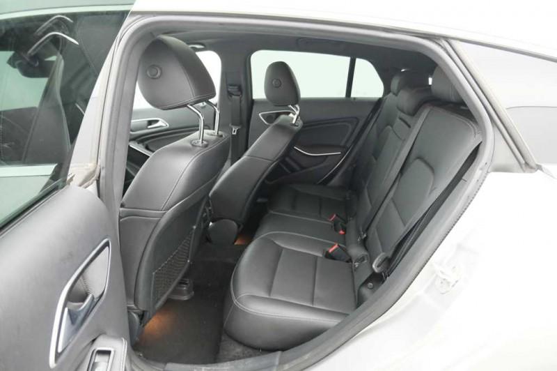 MERCEDES-BENZ CLA 200d Urban Brake 136CV  Automático.