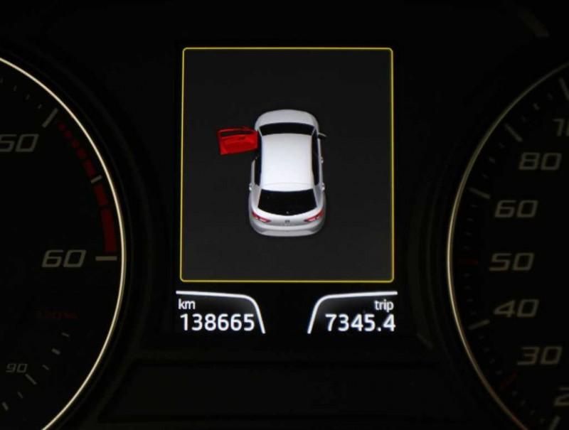 SEAT LEON 1.6TDI 105 CV. FAROS LED. NAVEGADOR.
